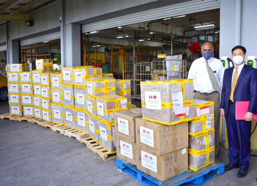 Chinese Donate Medical Supplies To Barbados