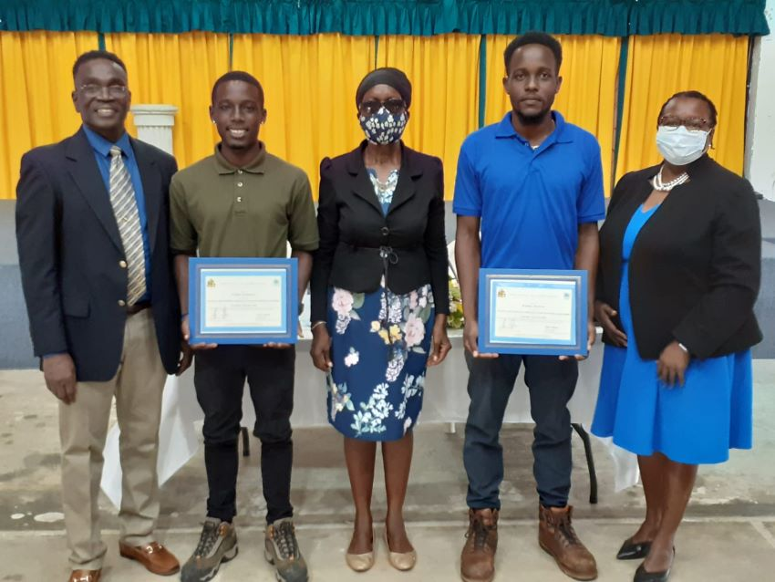 SJPI Students Receive Scholarships From Ministry