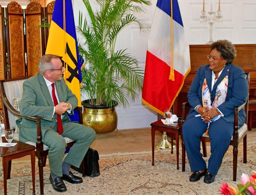 Prime Minister & French Envoy Hold Bilateral Talks